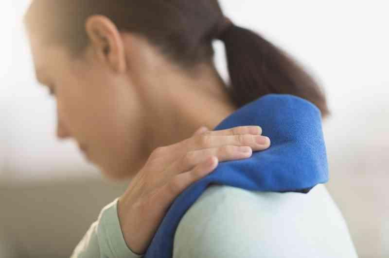 deteriorarea articulațiilor umărului)